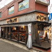 街に溶け込み、家族でも気軽に訪れやすい焼肉店