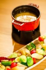 新鮮野菜が豊富な『信州大島農園から季節の有機野菜ローストオニオンバーニャカウダーソース』