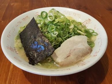 細麺のとんこつと京都・九条ネギの組み合わせが奏でる独特の香ばしさ『九条ネギラーメン』