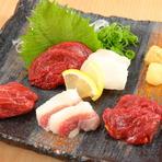 串しゃぶだけでなく、一品料理もあるので酒処としても利用できます。熊本県直送の馬刺しなど、食材にこだわり抜いた美味しい料理とともに、50種類以上のお酒にゆるりと酔いしれる、至福のときを過ごせます。