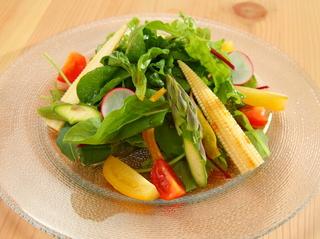 こだわりの野菜を使用した逸品メニュー