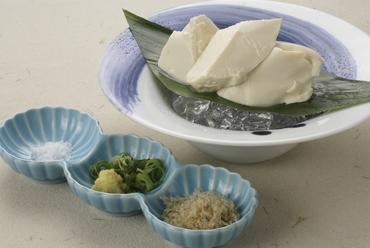 割り醤油・塩・薬味を添えて味わう、雅な京の味『おぼろとうふ』