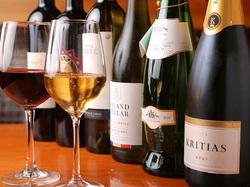 平日なんと『時間無制限』!(※金土日祝前日は2時間制)20種類以上のワインが飲み放題です。