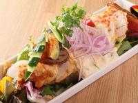 ボリューム満点なのにさっぱり食べられる、サラダとチキン南蛮のコラボ『サラダチキン南蛮』 フル/ハーフ