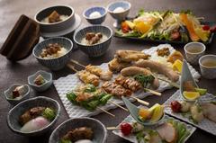 豊かな香りの鶏スープをはじめ、自慢の焼き鳥や一品料理をお楽しみいただける内容となっております。