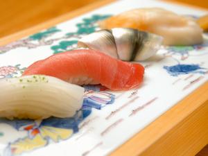 多彩な一品料理の最後を飾る、その日最高のネタで作った『握り寿司』