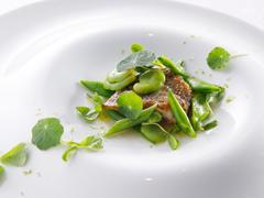 ランチ限定、メインが一皿のミニコース。無農薬野菜が使われた前菜や、メインとデザートまで楽しめます!