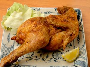ヒトサラ限定! 「但馬どり」ならではの柔らかい食感。ボリュームたっぷりの『丸鶏(半身)焼き』※要予約
