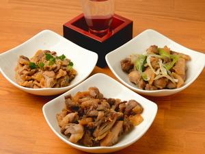 若鶏とは一味違う、肉の濃い旨味と食感を3種の味で食べ比べできる『親鳥(ヒネ)』