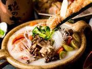 日本三大地鶏「名古屋コーチン」を使用した贅沢な水炊きです。地鶏や野菜、本来の旨みがギュッと凝縮されただし汁が絶品。ここに来たら、是非とも堪能したい逸品です。