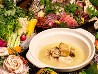 厳選地鶏の濃厚な旨みを楽しんでいただきたい『鶏の水炊き鍋』