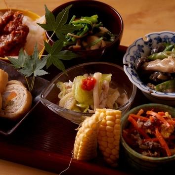 ◇ちょこちょこ豆皿小鉢とその日のおすすめの一皿