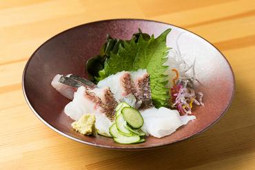 どんな魚が登場するかは、その日のお楽しみ。自分の好きなものだけを注文できる『お刺身』