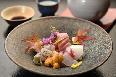 新鮮な旬の魚介が職人の技でさらに味わい深く。見た目にも華やかな『造り盛り合わせ』