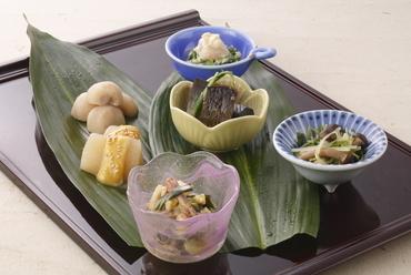 手間暇かけて手づくりした京都の伝統的なお惣菜『おばんざい 盛り合せ(6種)』