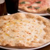 濃厚なチーズの風味がビールによく合う『クアトロフォルマッジ』