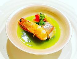 季節を感じて頂ける食材をたっぷり使用し 魚料理と揚げたて天麩羅を中心にした 季節限定のコースです