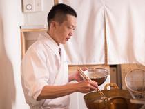 お客様が喜ぶ姿を思い浮かべ、入念な準備と真摯な調理を心掛けて
