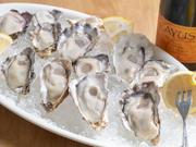 水揚げしてすぐに高圧処理を施し冷凍にしています。そのまま生でいただくより、プルプルな食感で鮮度も抜群の美味しさです。牡蠣好きにはたまらない逸品。