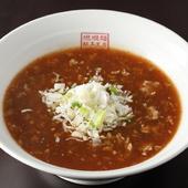 トロミのあるオリジナルスープが自家製麺によく絡む。4段階の辛さが選べる『坦坦麺(おにぎり付)』