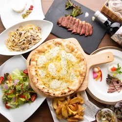 ご宴会に人気です!ピザは4種類、パスタ。さらに牛ロース肉も!飲み放題は125種が、たっぷり2.5時間