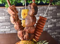 国産の牛肉や豚肉が食べ放題で楽しめます♪さらに数十種類のお野菜やフルーツが楽しめるサラダバーもご用意