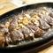厳選された素材だからこそ、肉本来の味をシンプルに味わいたい『リブロースの鉄板焼きステーキ』