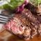 濃厚な肉汁があふれる『200g牛リブロースのビステッカ』