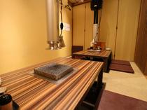 全8卓のうち掘りごたつの半個室が5卓。落ち着けるスペースです
