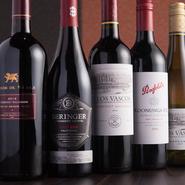 南アフリカ、オーストラリア、アメリカなどニューワールドのワインが主に扱われています。飲みやすいチリも、もちろん。スパークリングワインで食欲を刺激し、パンチの効いた赤で料理に合わせていきます。