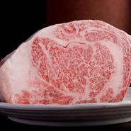 「佐賀牛」と「鹿児島牛」は、牛肉ならではの旨味と柔らかさをたっぷりと含んでおり、『すき鍋』や『しゃぶしゃぶ』で食べるにはぴったり。薄切り牛肉の追加をお願いしたくなる美味しさです。