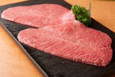 軽く炙ることで、脂の甘みが増してくる『焼しゃぶ肉 大判ミスジ』