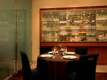 ラグジュアリーな雰囲気が、食事の時間を優雅に演出
