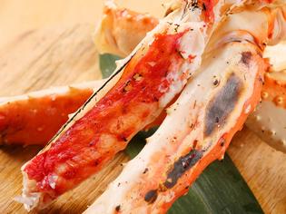 北海道の誇る海の恵み「タラバガニ」は足一本焼きで