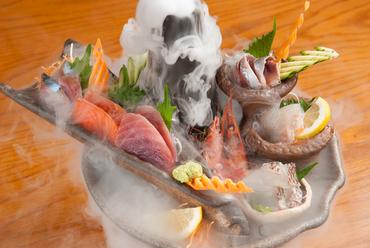 北海道の海の幸を食べつくす『名物市場直送いろりあん盛り』 ※2人前よりご注文をお願いします。