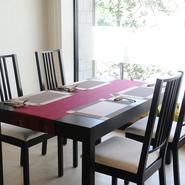 ランチ会や女子会にふさわしい、人気の高いおしゃれなフレンチを味わえます。各々が選ぶアラカルトをシェアスタイルは、より一層テーブルが華やかに。時間を忘れ、会話も盛り上がります。