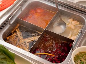 お好みでスープをお選びいただける『四色鍋』