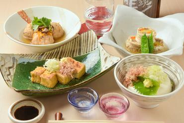 京都より取り寄せる伝統の味わい。さまざまなおいしさを楽しめる『南禅寺豆腐』