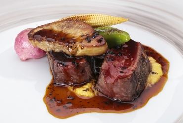 地元の特選素材をフレンチ伝統のレシピで味わう『飛騨牛のロッシーニ仕立て』