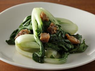 農家直送で鮮度は折り紙付き。瑞々しく風味豊かな季節の中華野菜