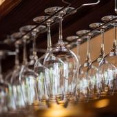 ワイングラスはドイツのペルル社製を揃えています
