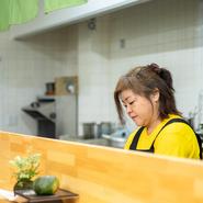 料理はひとつのコミュニケーションだと考えます。つくる人がいて食べる人がいる。その関係から生まれる「おいしさ」が毎日のように積み重なって、定番メニューはできていきます。
