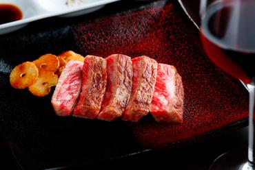希少な黒毛和牛をオリジナルソースで食す『深谷牛ステーキ』
