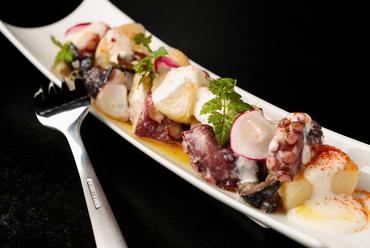 スペインの風薫る、風味豊かな味わい『蛸とオリーブのスペイン風ポテトサラダ』