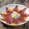 非常に新鮮な和牛のハツのみを使用。コリコリとした食感とゴマ油の香りが食欲をそそる『ハツ刺し』