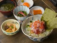 能登産米などの食材が堪能できる『漁師のまかない海鮮丼』