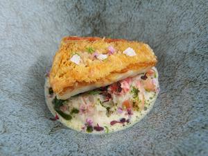 甲殻類と相性の良いカレー風味の泡がけ『白海老のパート包み白海老のクリームソースとパウダー』
