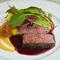旨味を凝縮させた『国産牛フィレ肉の低温調理 赤ワインソース』