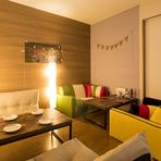 個室はさらに居心地のいい8名様までで利用できる空間となっています。女子会や仲間同士のパーティーに最適です。決まったコース料理はありませんが、予約時に予算と希望を伝えて相談できます。