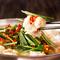 凝縮されたもつの旨みとコク、野菜の旨みが溶けだした絶品スープがクセになる『牛もつ鍋』
